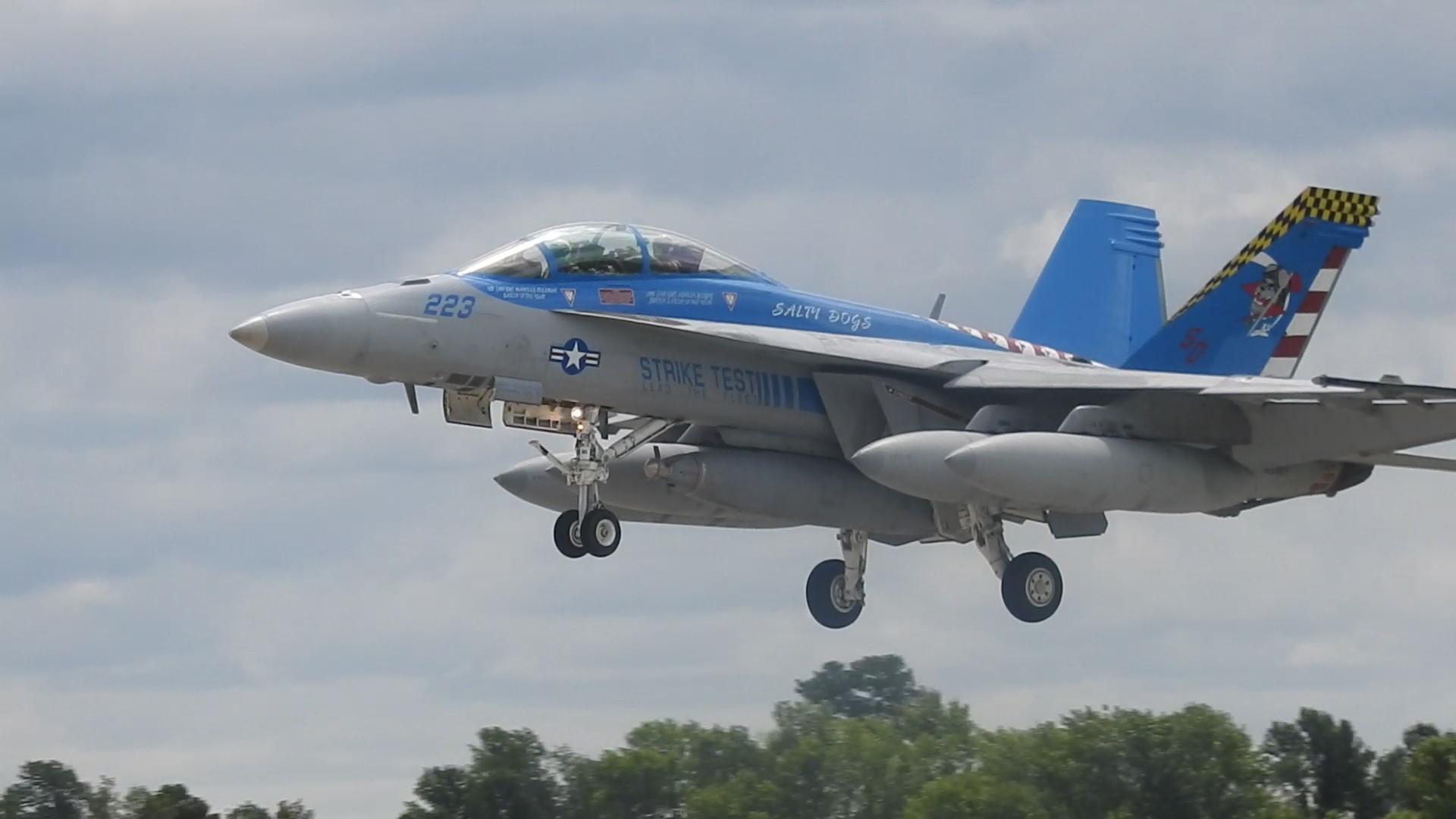 Oshkosh F18 Growler