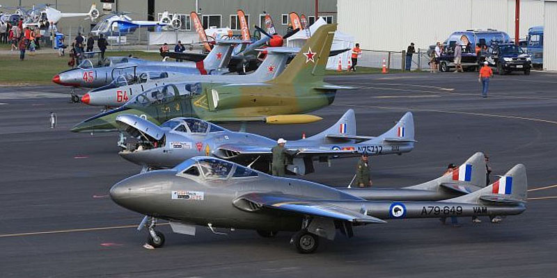 http://www.airshowtravel.co.nz/wp-content/uploads/172_jet_lineup_800_400.jpg