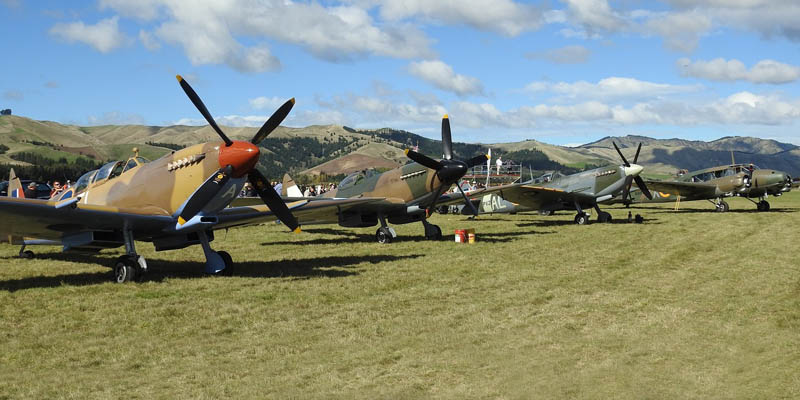 http://www.airshowtravel.co.nz/wp-content/uploads/3spits_anson_800_400.jpg