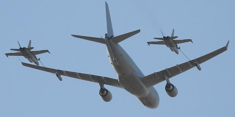 https://www.airshowtravel.co.nz/wp-content/uploads/F18_refuelling_800_400.jpg