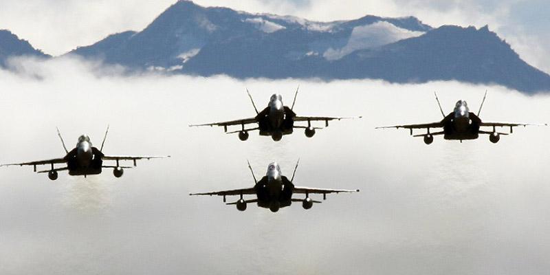 http://www.airshowtravel.co.nz/wp-content/uploads/Hornets_800_400.jpg