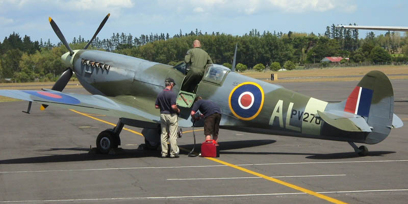 http://www.airshowtravel.co.nz/wp-content/uploads/Spitfire_AL_800_400.jpg
