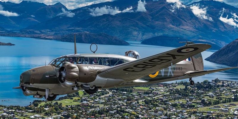 http://www.airshowtravel.co.nz/wp-content/uploads/anson-over-lake_800_400.jpg