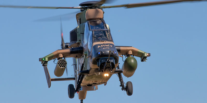 http://www.airshowtravel.co.nz/wp-content/uploads/avalon_army_chopper_800_400.jpg