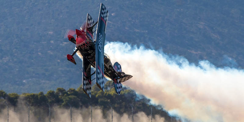 http://www.airshowtravel.co.nz/wp-content/uploads/avalon_pitts_800_400.jpg
