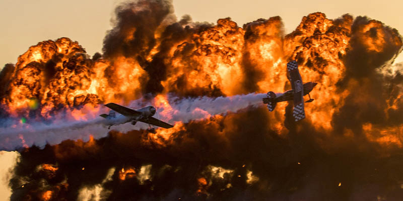 http://www.airshowtravel.co.nz/wp-content/uploads/avalon_pitts_fire_800_400.jpg