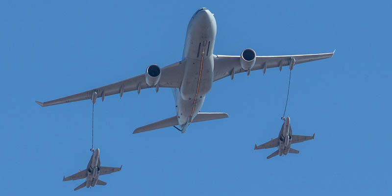 http://www.airshowtravel.co.nz/wp-content/uploads/avalon_refuelling_800_400.jpg