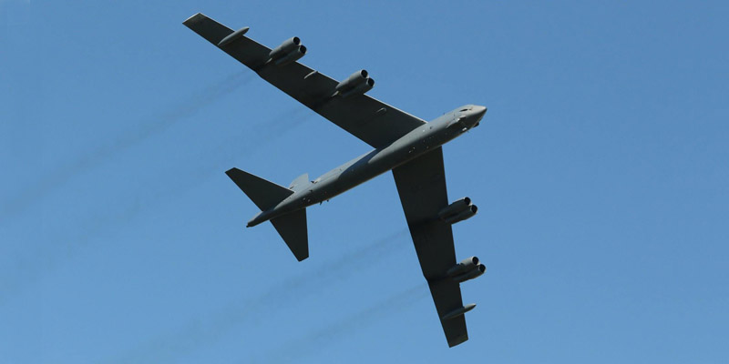 http://www.airshowtravel.co.nz/wp-content/uploads/b52_above_800_400.jpg