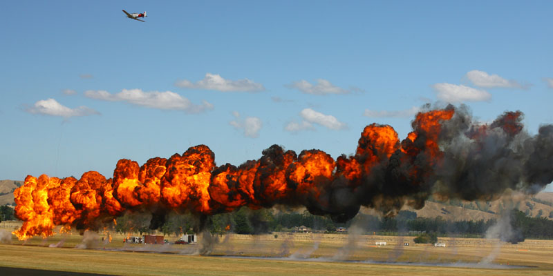 https://www.airshowtravel.co.nz/wp-content/uploads/bomb_run_800_400.jpg