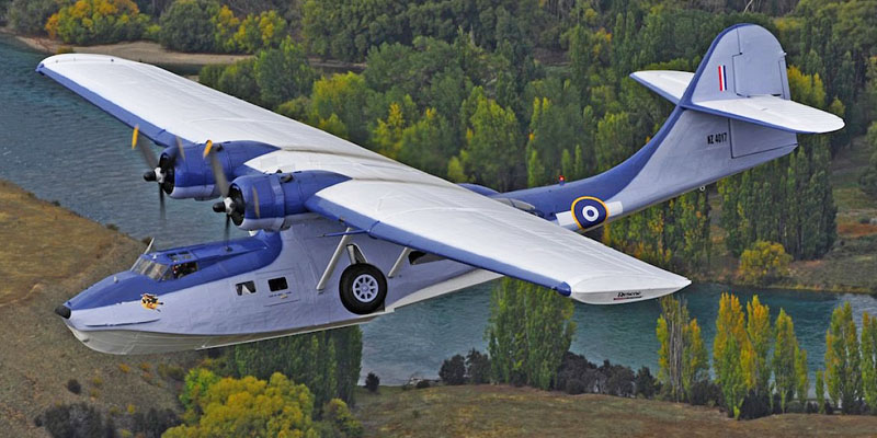 http://www.airshowtravel.co.nz/wp-content/uploads/catalina_lake_800_400.jpg