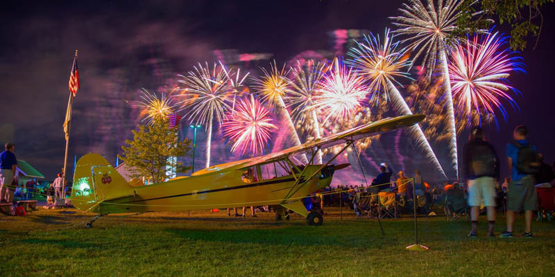 http://www.airshowtravel.co.nz/wp-content/uploads/cub_fireworks_800_400.jpg