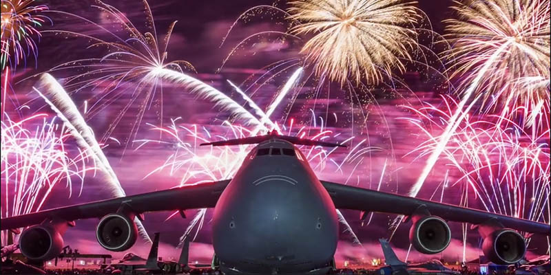 https://www.airshowtravel.co.nz/wp-content/uploads/fireworks_oshkosh_2018_800_400.jpg
