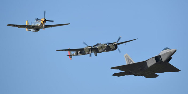 http://www.airshowtravel.co.nz/wp-content/uploads/heritage_flight_800_400.jpg
