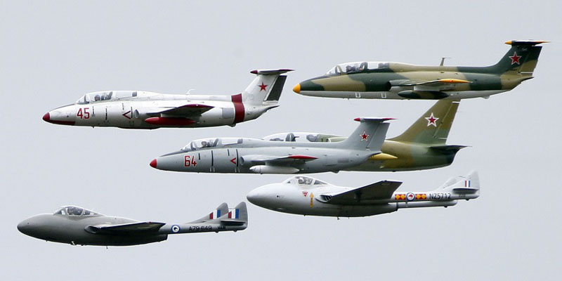 http://www.airshowtravel.co.nz/wp-content/uploads/jet_formation_800_400.jpg