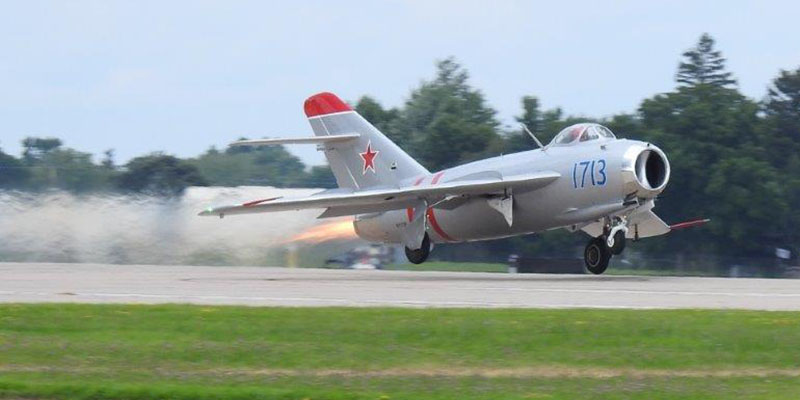 https://www.airshowtravel.co.nz/wp-content/uploads/mig15_oshkosh_2018_800_400.jpg