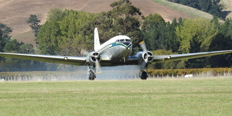 http://www.airshowtravel.co.nz/wp-content/uploads/nzwarbirds_dc3_800_400.jpg