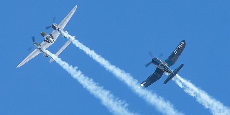 http://www.airshowtravel.co.nz/wp-content/uploads/p38_f4u_800_400.jpg