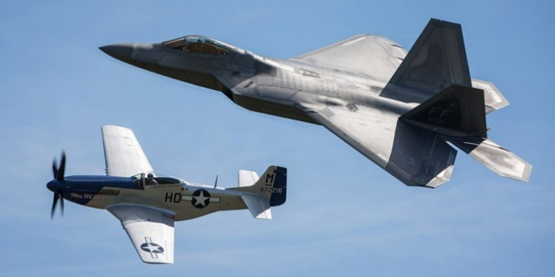 http://www.airshowtravel.co.nz/wp-content/uploads/p51_f35_800_400.jpg