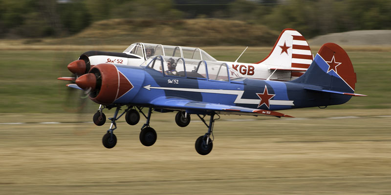 https://www.airshowtravel.co.nz/wp-content/uploads/yak52_pair_800_400.jpg